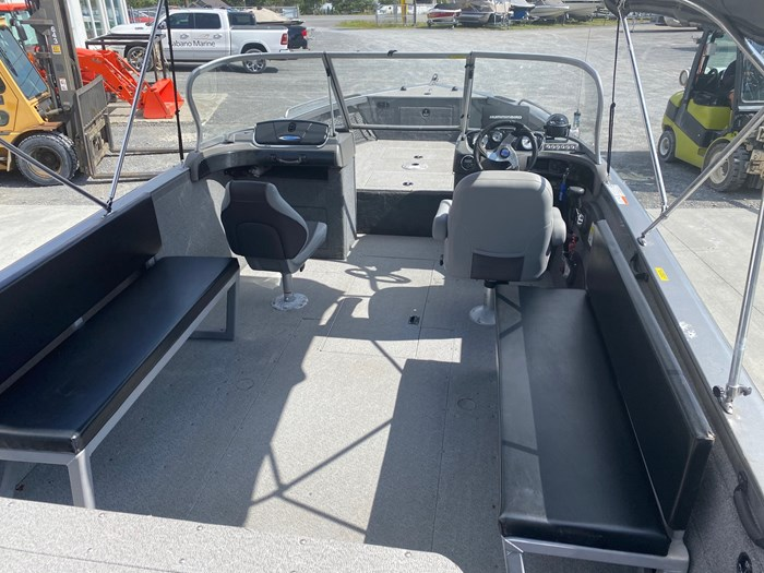 2015 Crestliner Authority 2250 Photo 4 sur 8