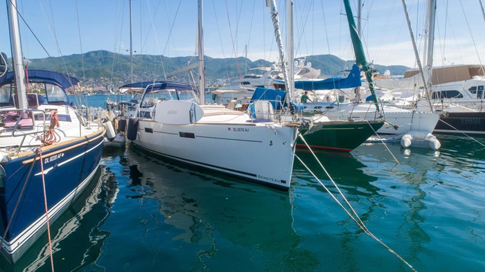 2013 Beneteau Oceanis Photo 2 sur 94