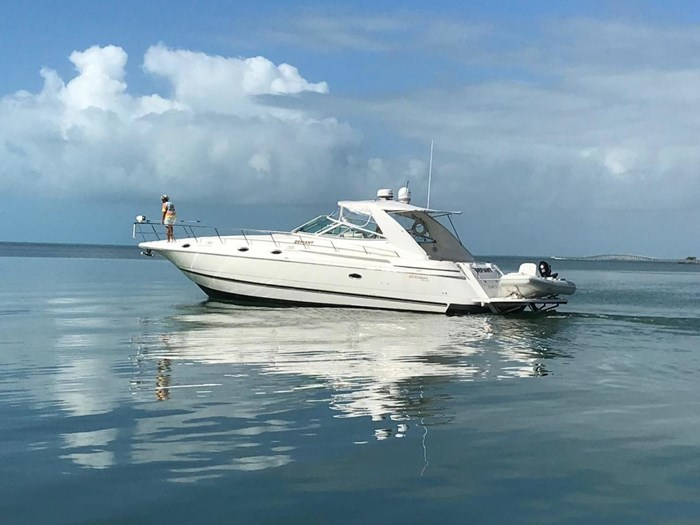 1997 Cruisers Yachts Express Photo 1 sur 35