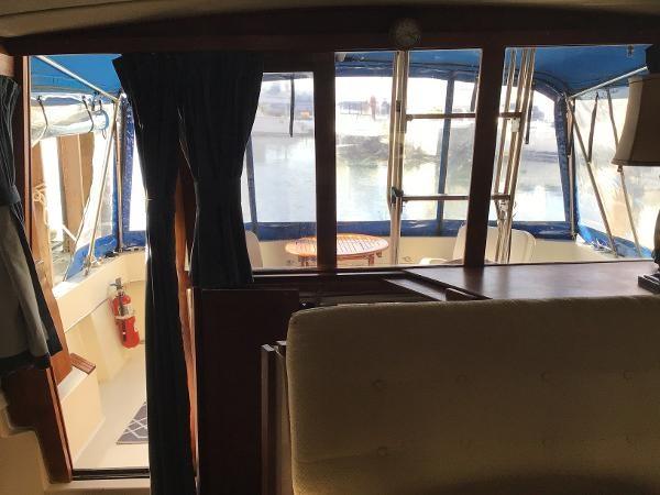 1986 Bayliner 3270 Motoryacht Photo 8 sur 23