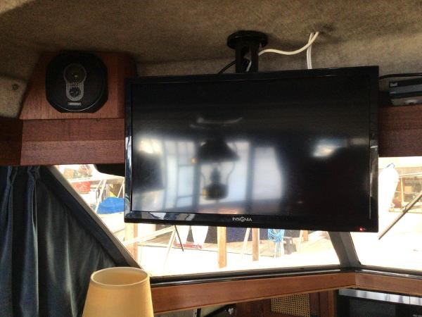 1986 Bayliner 3270 Motoryacht Photo 9 sur 23