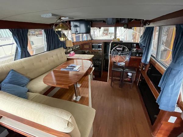 1986 Bayliner 3270 Motoryacht Photo 6 sur 23