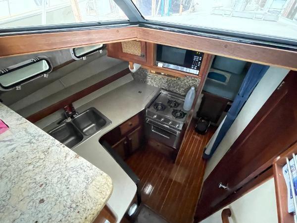 1986 Bayliner 3270 Motoryacht Photo 12 sur 23