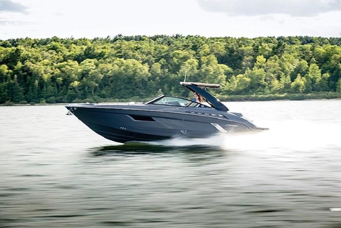 2022 Cruisers Yachts 338 Bowrider Photo 2 sur 14