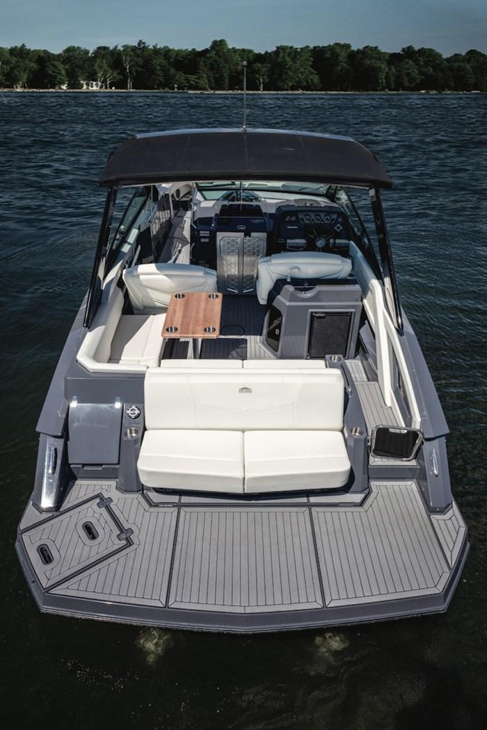 2022 Cruisers Yachts 338 Bowrider Photo 3 sur 14
