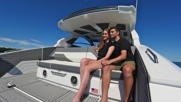 2022 Cruisers Yachts 42 GLS Photo 4 sur 38