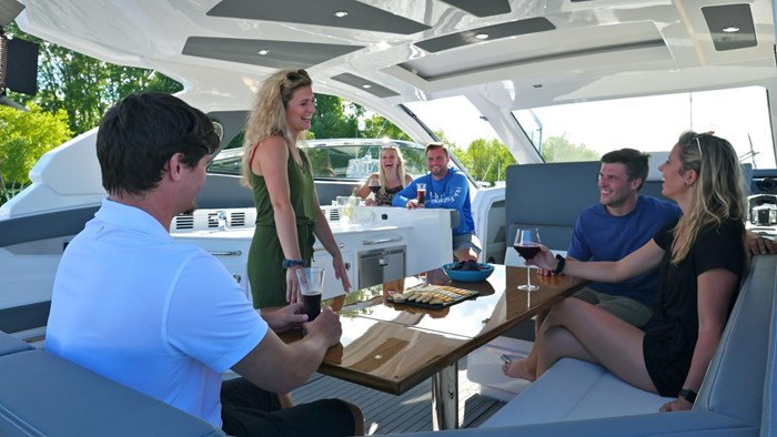 2022 Cruisers Yachts 42 GLS Photo 9 sur 38