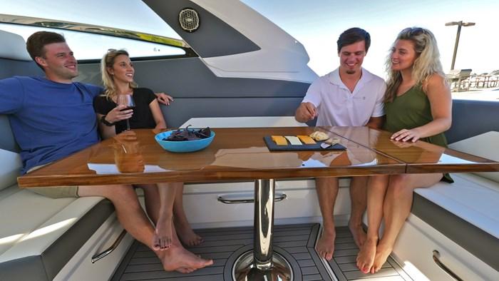 2022 Cruisers Yachts 42 GLS Photo 12 sur 38