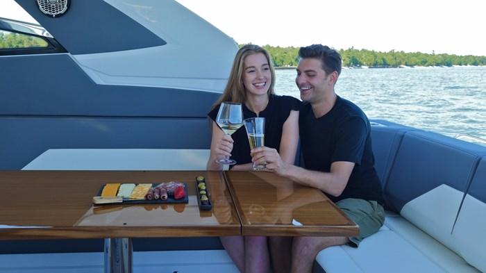 2022 Cruisers Yachts 42 GLS Photo 14 sur 38