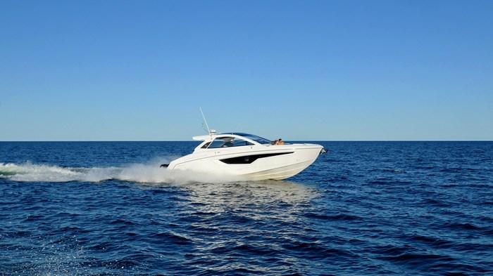 2022 Cruisers Yachts 42 GLS Photo 17 sur 38