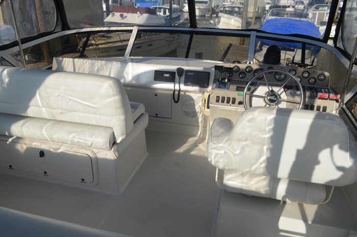 1997 Carver 320 Voyager Photo 10 of 52