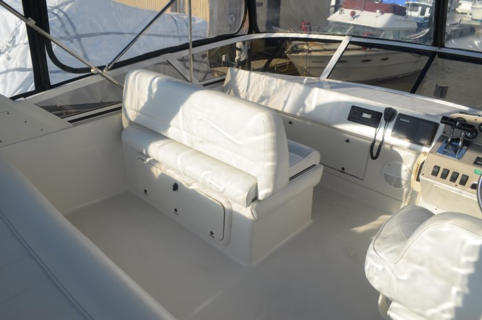 1997 Carver 320 Voyager Photo 11 of 52