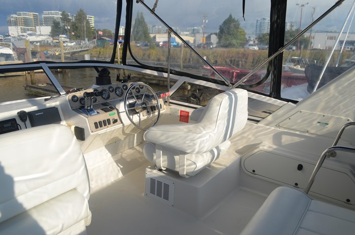 1997 Carver 320 Voyager Photo 12 of 52