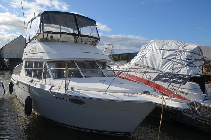 1997 Carver 320 Voyager Photo 2 of 52