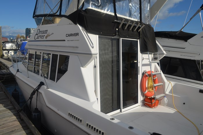 1997 Carver 320 Voyager Photo 4 of 52