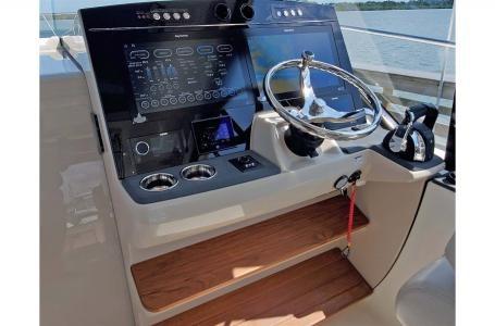 2021 Boston Whaler 405 Conquest Photo 4 sur 13
