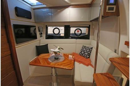 2021 Boston Whaler 405 Conquest Photo 6 sur 13
