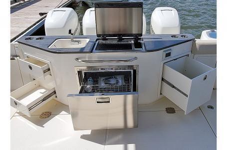 2021 Boston Whaler 405 Conquest Photo 7 sur 13