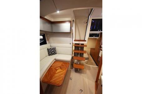 2021 Boston Whaler 405 Conquest Photo 11 sur 13