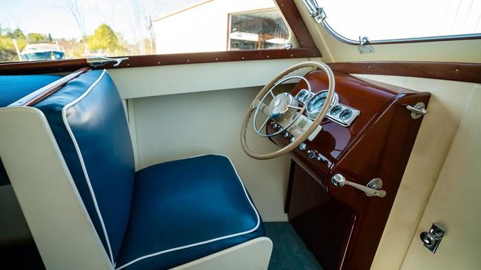 1948 Higgins Deluxe Sedan Cruiser Photo 28 sur 39