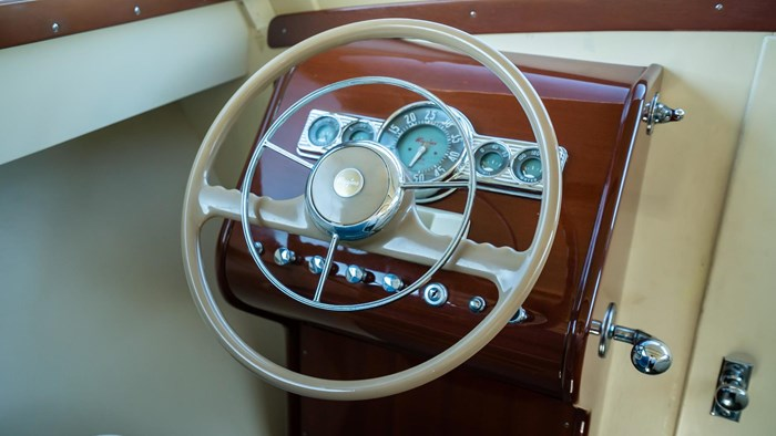 1948 Higgins Deluxe Sedan Cruiser Photo 29 sur 39