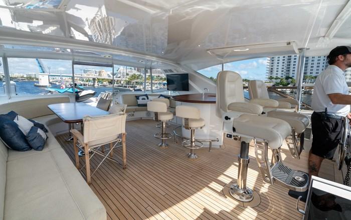 2012 Hatteras 80 Motor Yacht Photo 7 sur 31