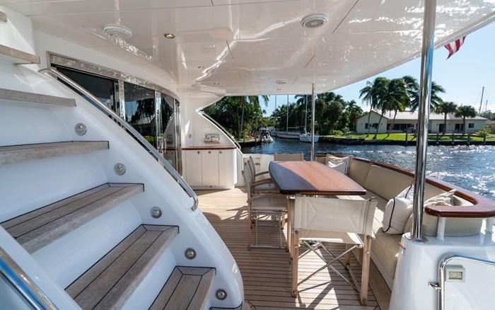 2012 Hatteras 80 Motor Yacht Photo 8 sur 31
