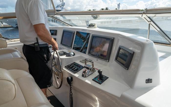 2012 Hatteras 80 Motor Yacht Photo 10 sur 31