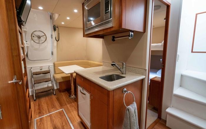 2012 Hatteras 80 Motor Yacht Photo 15 sur 31