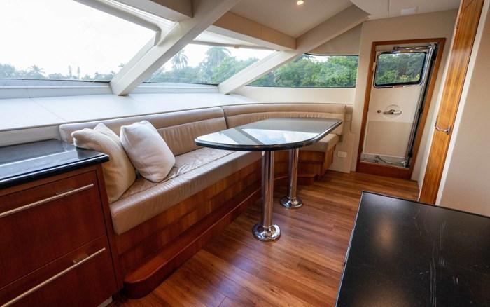 2012 Hatteras 80 Motor Yacht Photo 25 sur 31