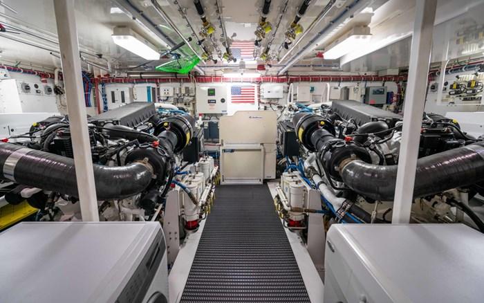 2012 Hatteras 80 Motor Yacht Photo 29 sur 31