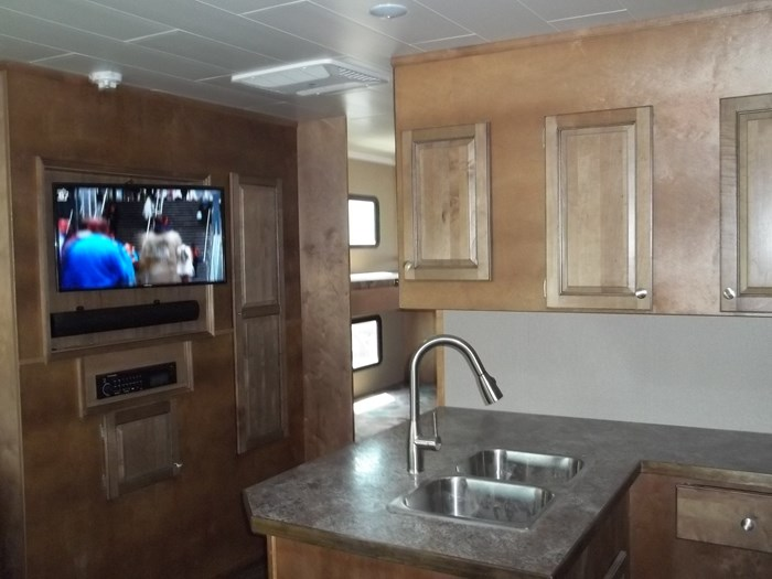 2020 custom built houseboat Photo 5 of 9