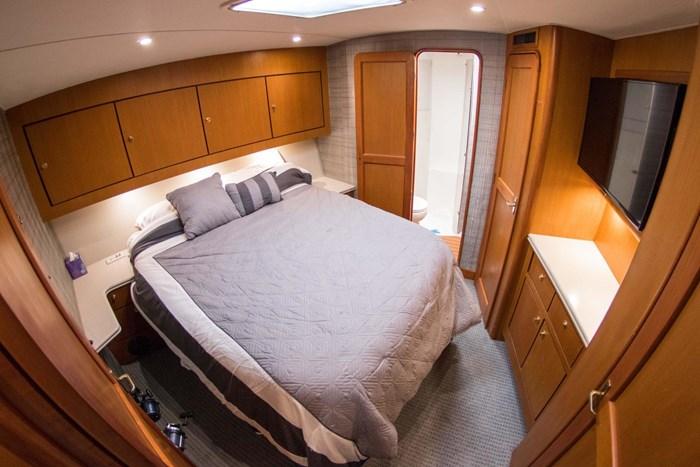 2000 Ocean Yachts Photo 42 sur 70