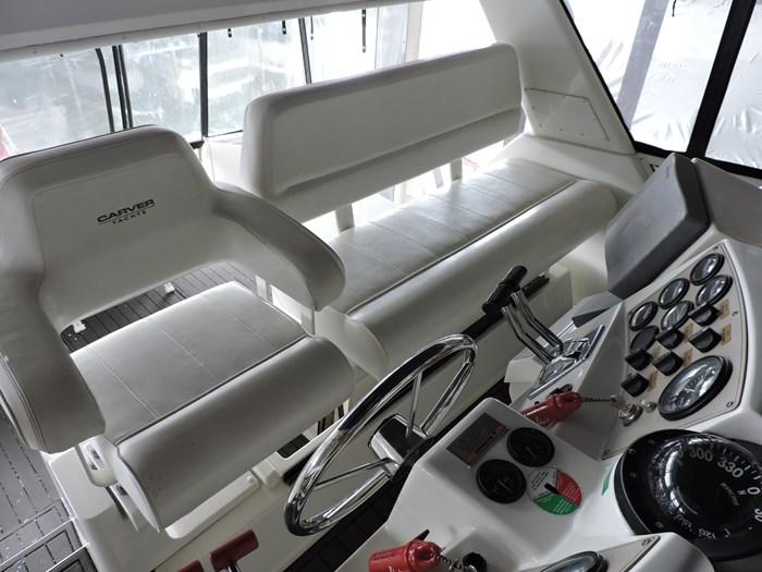 2000 Carver 404 Cockpit Motor Yacht Photo 6 of 42