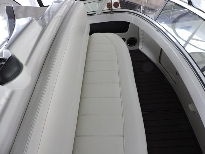 2000 Carver 404 Cockpit Motor Yacht Photo 8 of 42