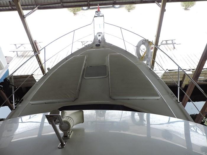 2000 Carver 404 Cockpit Motor Yacht Photo 7 of 42