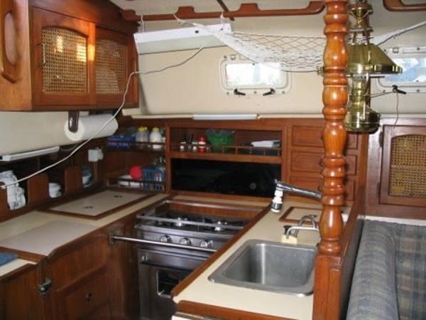 1984 Aloha Yachts 34 Photo 6 of 35