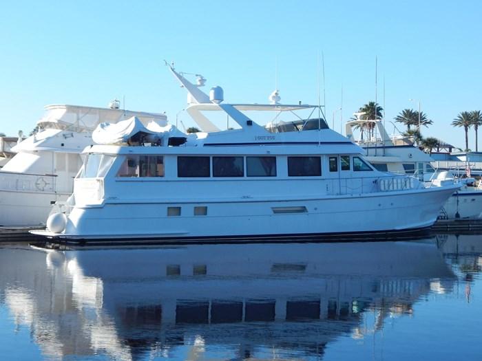 1998 Hatteras Sport Deck Motor Yacht Photo 1 sur 40