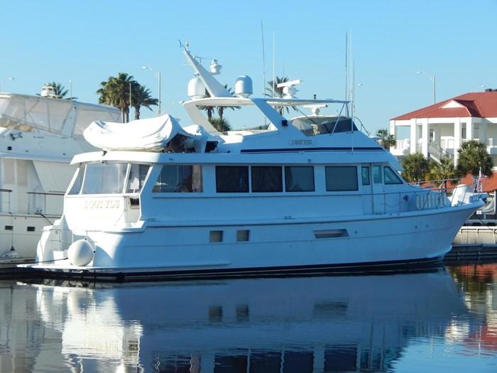 1998 Hatteras Sport Deck Motor Yacht Photo 2 sur 40