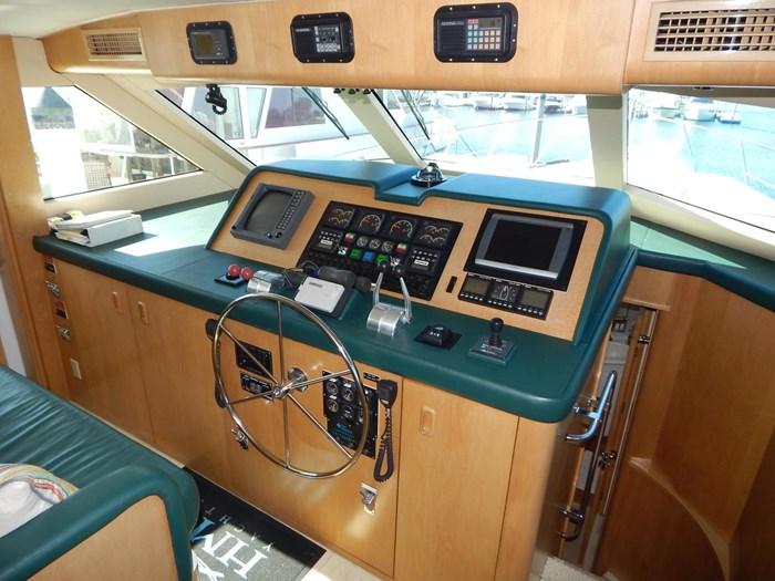 1998 Hatteras Sport Deck Motor Yacht Photo 17 sur 40