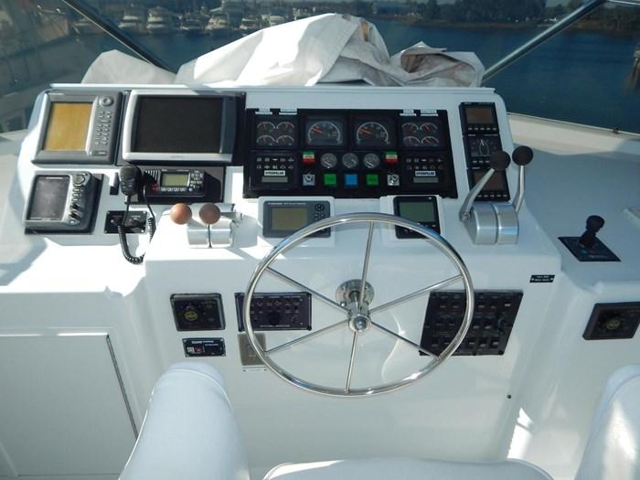 1998 Hatteras Sport Deck Motor Yacht Photo 29 sur 40
