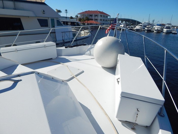 1998 Hatteras Sport Deck Motor Yacht Photo 38 of 40