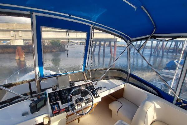 1989 Bayliner 3870 Motoryacht Photo 15 sur 74