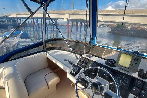 1989 Bayliner 3870 Motoryacht Photo 17 sur 74
