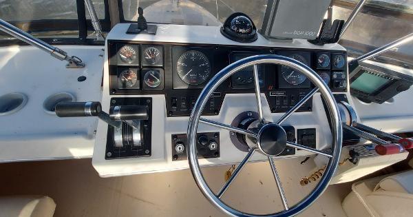 1989 Bayliner 3870 Motoryacht Photo 18 sur 74