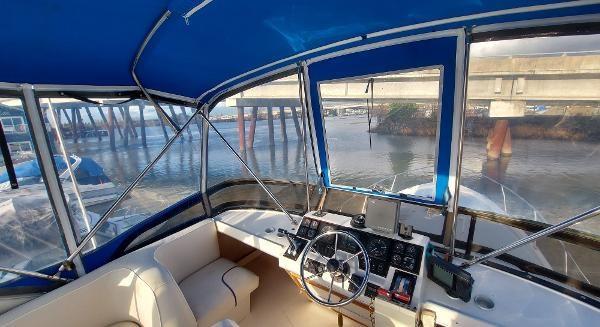 1989 Bayliner 3870 Motoryacht Photo 21 sur 74