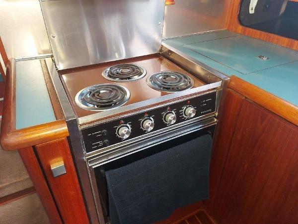 1989 Bayliner 3870 Motoryacht Photo 35 sur 74