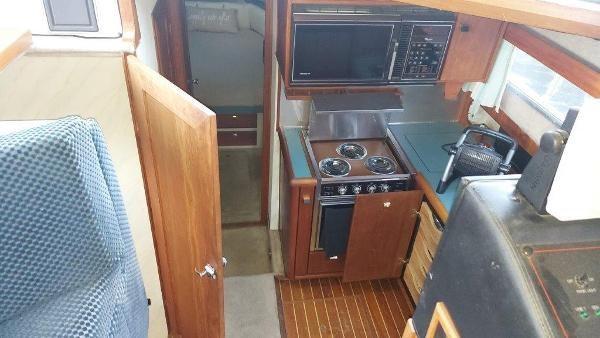 1989 Bayliner 3870 Motoryacht Photo 33 sur 74