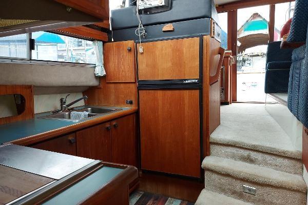 1989 Bayliner 3870 Motoryacht Photo 39 sur 74