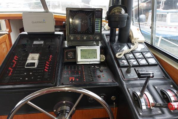 1989 Bayliner 3870 Motoryacht Photo 32 sur 74